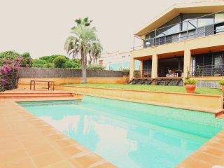 SUNSET : Planta baja con jardín y piscina