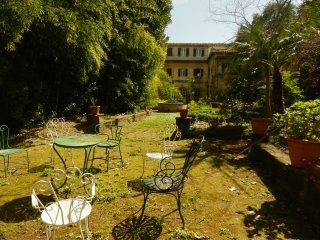 Ampio appartamento con giardino storico in centro, Pise