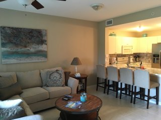 VACATION RETREAT CONDO NEAR  5TH AVE AND THE BEACH, Naples