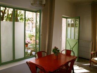 grand studio avec jardin intramuros, Aviñón