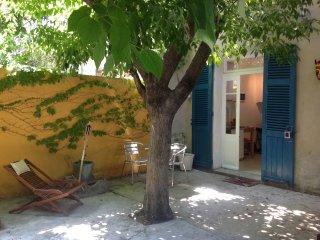 Joli Studio proche remparts avec cour et wifi