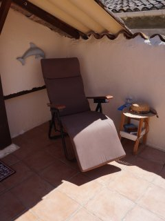 Lounge in shade or sun