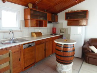 Biocic House, Okrug Gornji