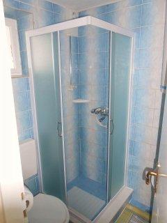 A5(2+1): bathroom with toilet