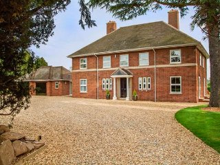 BROCKINGTON HALL, en-suites, games room, extensive gardens, Bodenham, Ref 935603