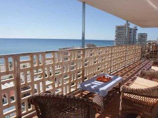 Apartamento en primera línea de playa. Dos dormitorios, cuatro plazas.