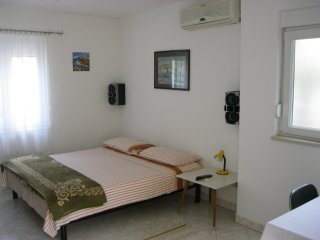Apartment by sea for 2 persons, Trogir