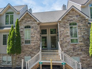 Luxurious New 5bd/3.5bth Townhome at Big Boulder!!, Lake Harmony