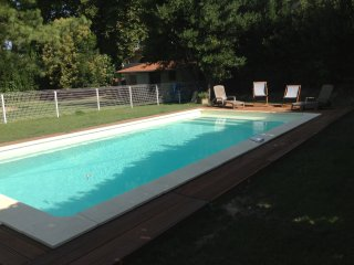 Logement dans mas avignonnais avec piscine, Aviñón