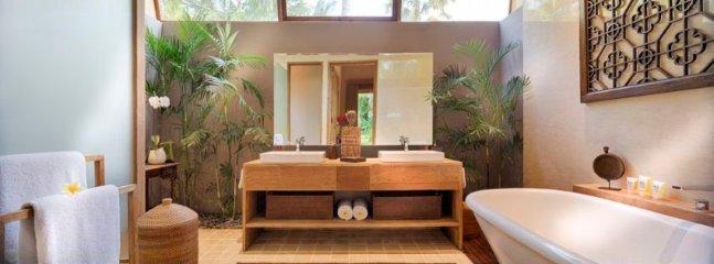 Wayang Suite Bathroom