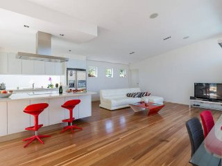 Luxurious Designer Home, Surfers Paradise 4.5 Brm