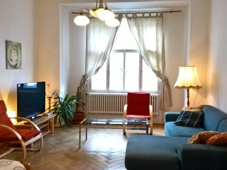 M3 Apartment large 3BR great location near center, Praga