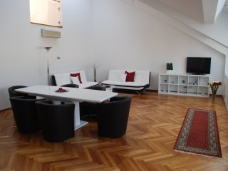 2 Bedroom Penthouse next to Vienna State Opera