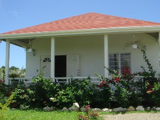 2 bedroom cottage with A/C & WiFi, St. John's