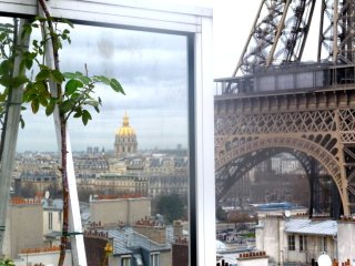 penthouse with terrace widely open on Eiffel Tower, París