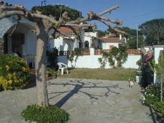 A menos de 300m de la playa casa planta baja bien equipado con jardin6p