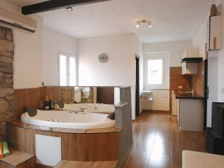 "Apartman ""Ela""  Jacuzzi for your pleasure"