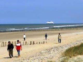 le gîte est situé sur la cote d'opale- à moins de 20 kilomètres des plages de sable fin.(Sangatte).