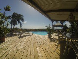deck piscine et vue mer