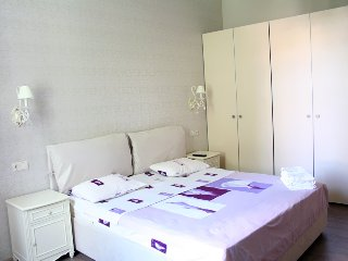 2 bdr  lux, Bessarabska sq, Kiev center