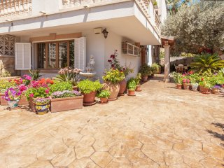 Comfortable 5BD House with yard, Santa Ponsa