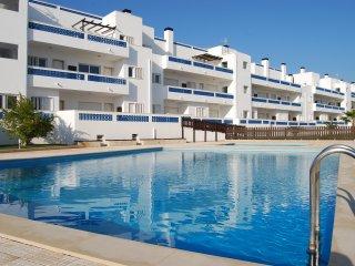 Apartamento T2 com Piscina e Ar condicionado, Santa Luzia