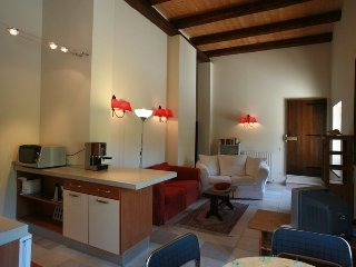 Cantinone Visciola Apartment 1br sleep 4 12m pool, Cupramontana