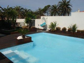 Casa de luxo perto praia c/piscina e salao de jogo