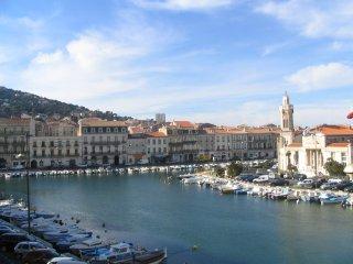 appartement au pied d'une flottille de bateaux, Sète