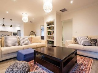 Luxury Rooms and Easy Access to Public Transport, Balwyn