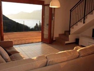Laghi Italiani villa con 3 camere da letto con vista mozzafiato, Luino