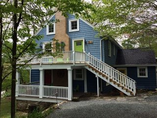 Red Door - Downtown Hideaway tasteful 2 bedroom unit., Blowing Rock