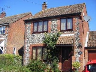 North Norfolk Chestnut Cottage 3 bed sleeps 5, Holt