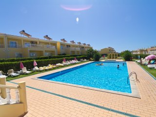 Two Bedroom Apartment in Pêra, Algarve, Pera