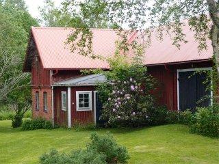 Elk Grove Cottage