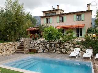 Francoise 33618 beautiful mountain view, landscaped garden, pool 10 x 7 mtr., La Gaude
