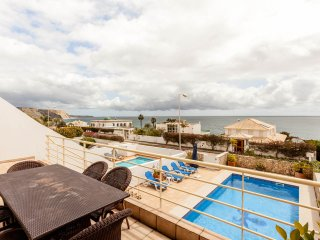 LAST MINUTE OFFER 50% DISCOUNT FOR 14to21/07 4 BED Villa Soul great sea views.