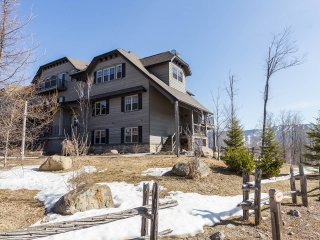 Mont-Tremblant condo with Mountain View and Spa Quebec/2 Rooms
