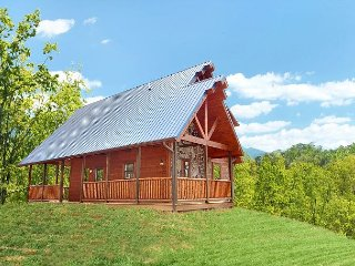 Luxury 2 bedroom cabin in beautiful resort setting with 2 master suites