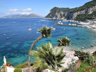 Wonderful apartment, sea view, beach downstairs., Capri