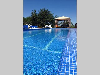 Algarve country cottage2- air conditioned & pool, Alcantarilha