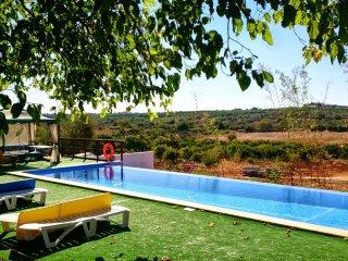 central Algarve pt cottage 4 air cond & pool