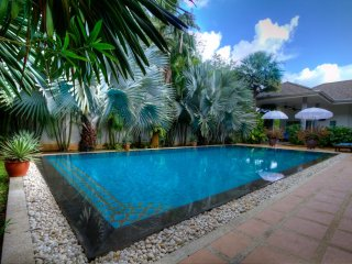 Luxury Villa, Phuket, 3 bedrooms, pool overhang, Rawai