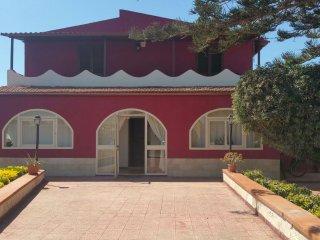 Villa Tina piscina e giardino privato zona mare Arenella e Ognina, wifi free,tv