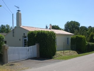 Private Detached Villa With Pool 15 mins to coast, Les Sables-d'Olonne