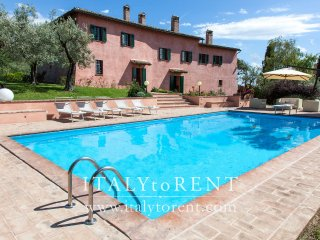 VILLA IL CONVENTO, pool. Near Assisi. Sleeps up 16, Foligno