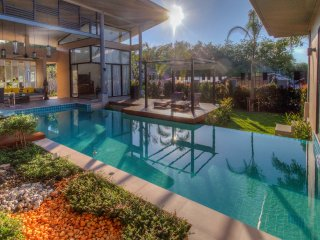 Private Villa Ibiscus, 2 bedrooms, swimming pool, Phuket, Rawai