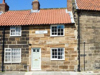 CHIMES COTTAGE, pet-friendly, woodburner, romantic retreat, Guisborough, Ref