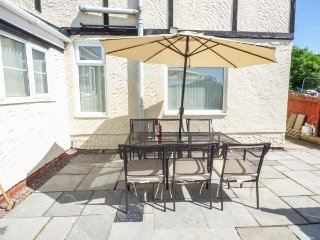 TYLCHA FACH FARM, detached cottage on working farm, woodburner, pet-friendly, in