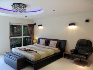 Nice studio with 2 bed rooms & jacuzzi, Pattaya